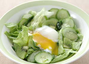 レタスと温泉卵の和風サラダ