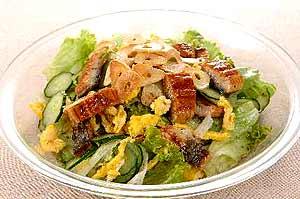 ウナギとにんにくの炒り卵サラダ