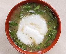 トロロと春菊の味噌汁
