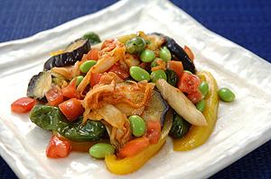 キムチと揚げ夏野菜のだし汁和え