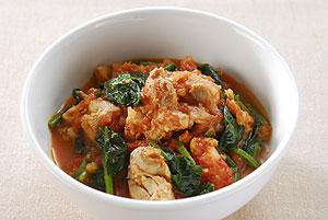 鶏モモ肉とほうれん草のトマト煮